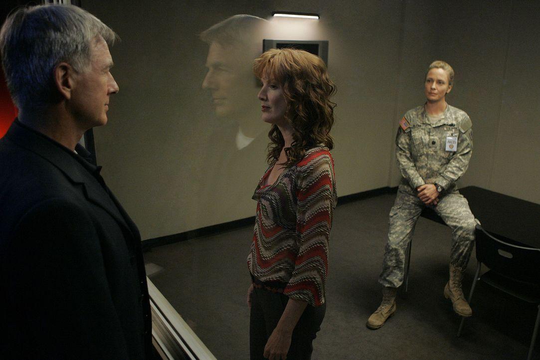 Da Stephanie Flynn (Kathleen York, M.), Gibbs 3. Ex-Frau, eine der Verdächtigen im neuen Fall ist, muss Gibbs (Mark Harmon, l.) die Leitung der Unt... - Bildquelle: CBS Television