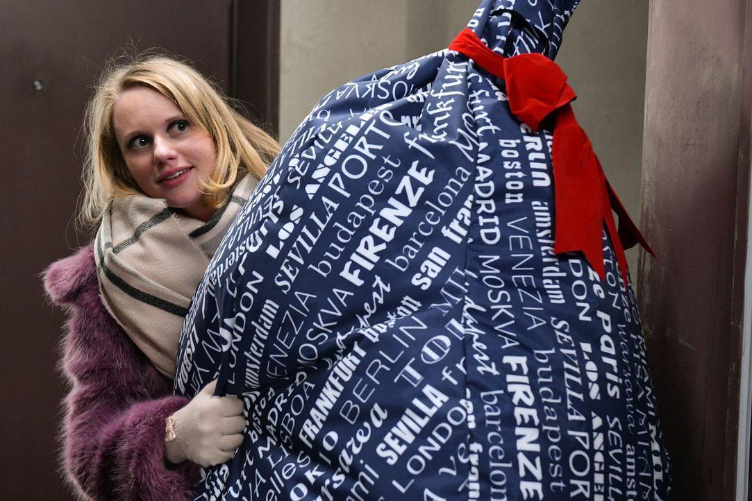 Hofft auf ein besinnliches Weihnachten: Anja (Franziska Breite) ... - Bildquelle: Claudius Pflug SAT.1/Claudius Pflug