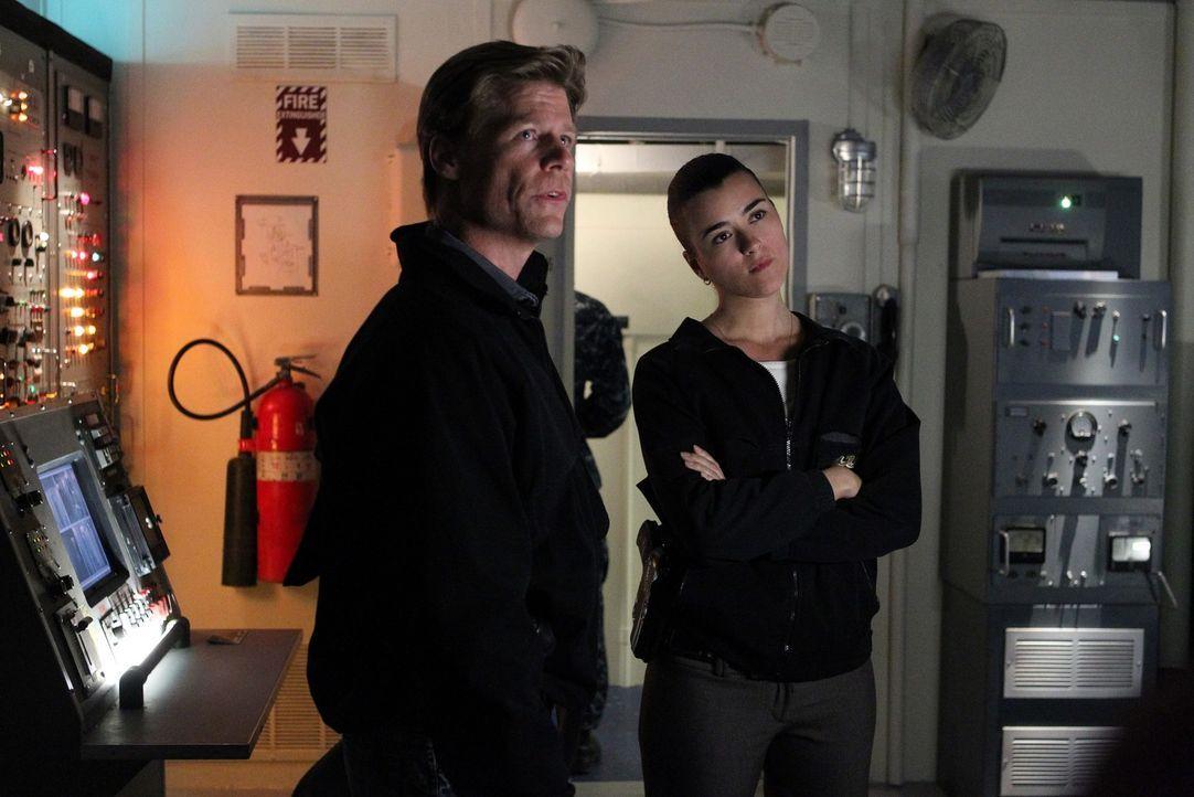 Bei den Ermittlungen: NCIS Special Agent Stan Burley (Joel Gretsch, l.) und Ziva (Cote de Pablo, r.) ... - Bildquelle: CBS Television