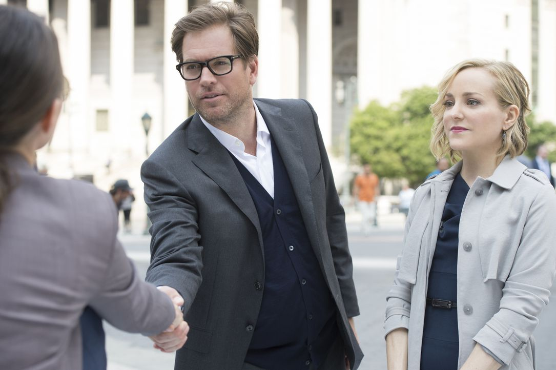 Als Dr. Bull (Michael Weatherly, M.) den Fall von Pilotin Taylor Mathison (Trieste Kelly Dunn, l.) annimmt, ahnen er und Marissa (Geneva Carr, r.) n... - Bildquelle: Jojo Whilden 2016 CBS Broadcasting, Inc. All Rights Reserved.