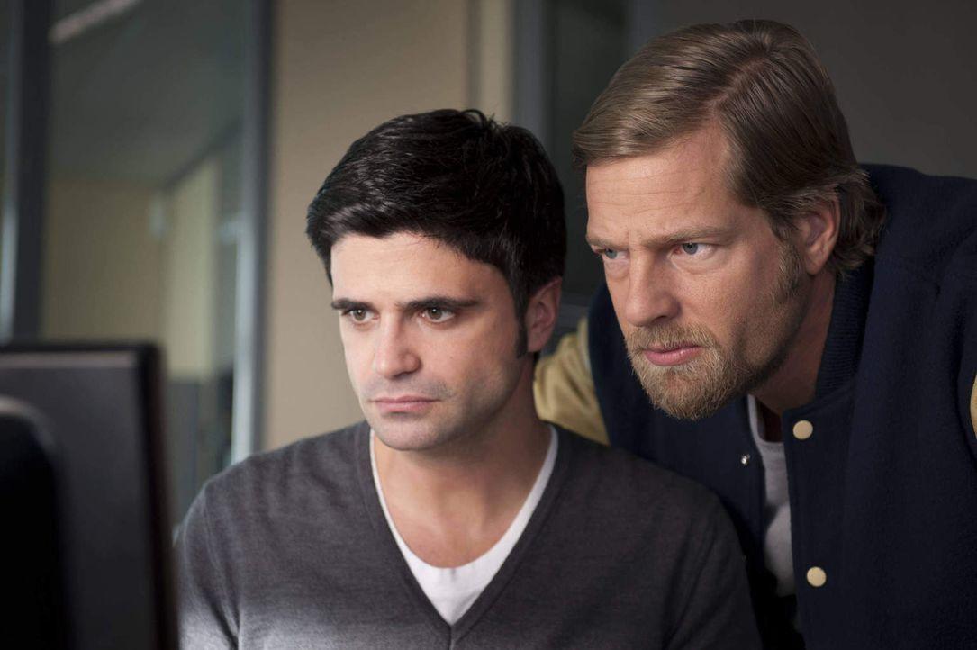 (2. Staffel) - Sind inzwischen ein eingespieltes Team, auch wenn ihre Ermittlungsmethoden überaus gegensätzlich sind: Mick Brisgau (Henning Baum, r.... - Bildquelle: Martin Rottenkolber SAT.1