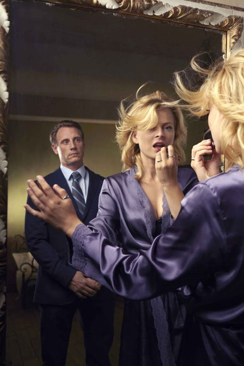 Hat die Ehe von Sebastian (Patrick Kalupa, l.) und Nina (Isabell Gerschke, r.) noch eine Chance, nachdem Nina sich auf eine heißblütige Affäre mit e... - Bildquelle: Christoph Assmann SAT.1