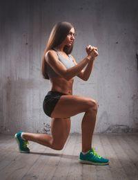 Kniebeuge im Ausfallschritt sind effektiv für den ganzen Körper. Die richtige...