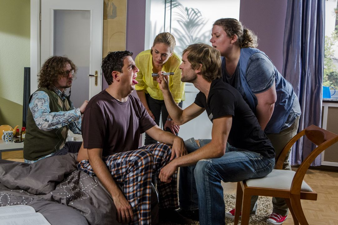 Ist Bastian (Bastian Pastewka, 2.v.l.) wirklich so krank, wie er sich gibt? Anne (Sonsee Neu, M.) und ihre Lerngruppe machen den Test ... - Bildquelle: Frank Dicks SAT.1