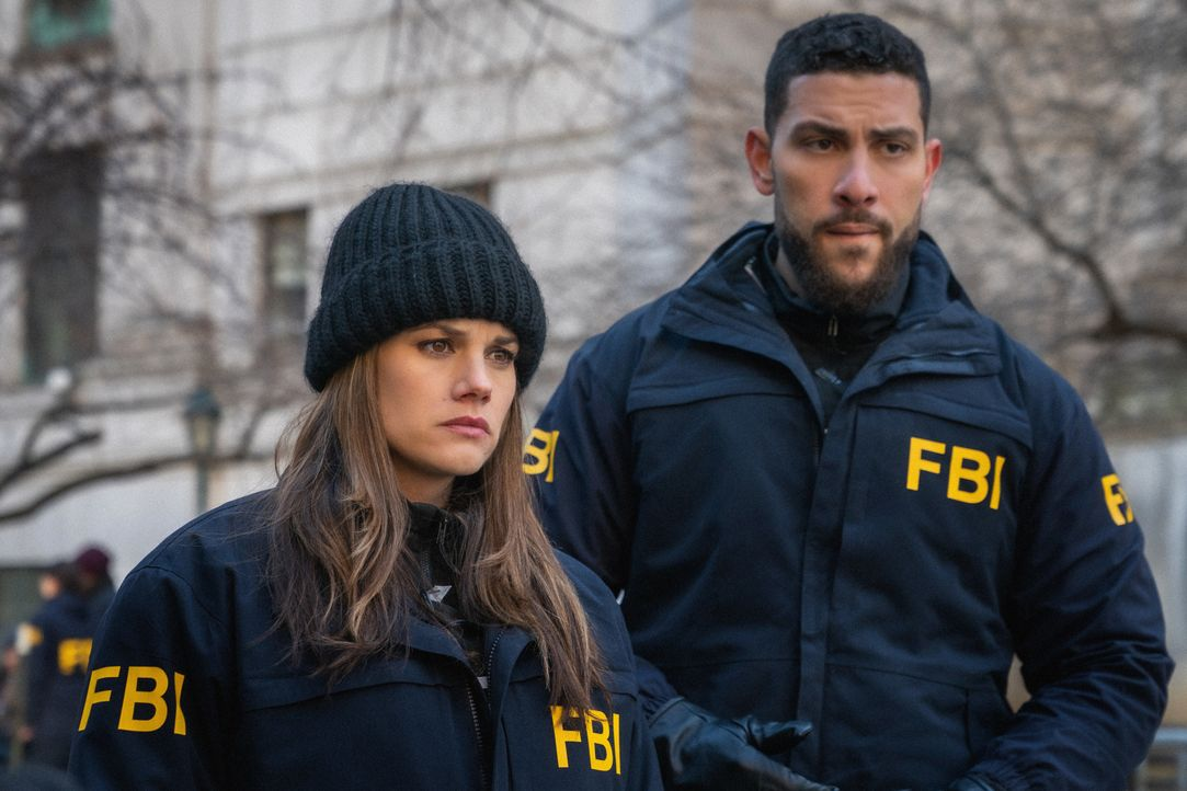 Special Agent Omar Adom 'OA' Zidan (Zeeko, Zaki, l.); Special Agent Maggie Bell (Missy Peregrym, r.) - Bildquelle: Mark Schafer 2020 CBS Broadcasting, Inc. All Rights Reserved. / Mark Schafer