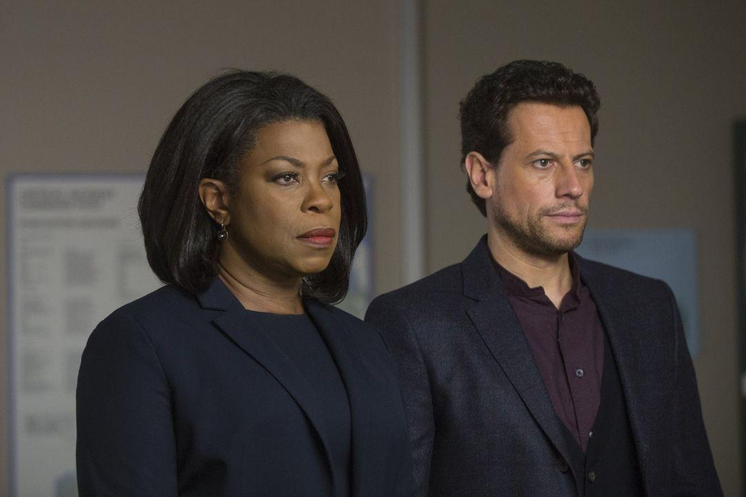 Noch ahnen Reece (Lorraine Toussaint, l.) und Henry (Ioan Gruffudd, r.) nicht, dass sie ihre Ermittlungen in persönliche Gefilde führen ... - Bildquelle: Warner Bros. Television