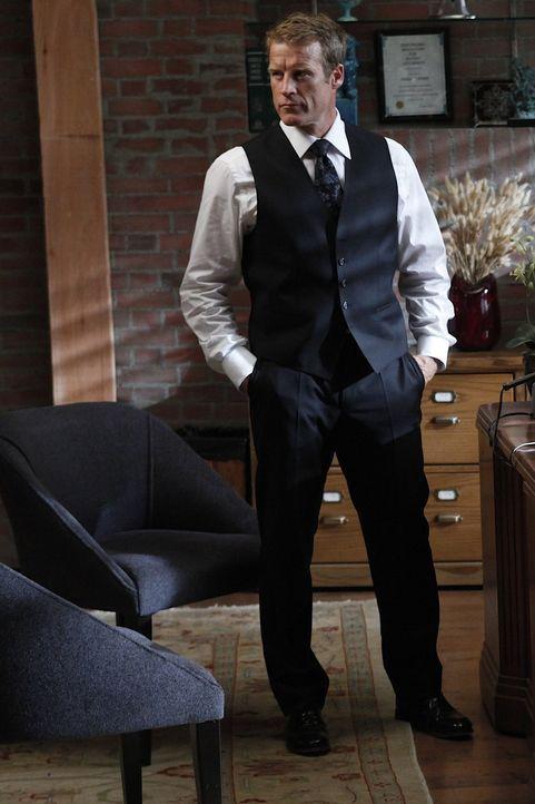 Cassie übernimmt einen Fall, in dem es um die Kündigung einer Hausangestellten geht, während Oliver (Mark Valley) ihr dabei hilft ... - Bildquelle: Warner Bros. Television
