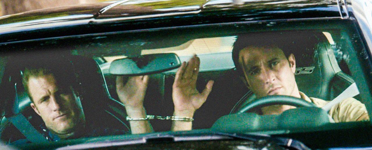 Bei einem neuen fall, werden Steve (Alex O'Loughlin, r.) und Danny (Scott Caan, l.) selbst zu Geiseln ... - Bildquelle: 2013 CBS BROADCASTING INC. All Rights Reserved.