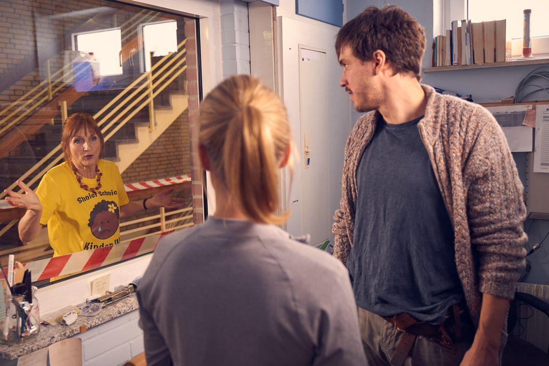 (v.l.n.r.) Doris (Petra Nadolny); Hannah (Pina Kühr); Volker (Tobias van Dieken) - Bildquelle: Frank Dicks SAT.1 / Frank Dicks