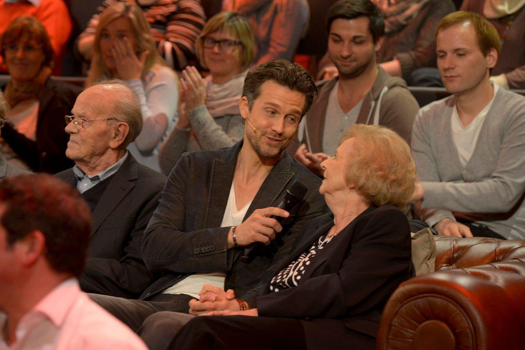 """Winterzeit ist Kuschelzeit: Wayne Carpendale (vorne M.) lässt in """"Nur die Liebe zählt"""" die Herzen höher schlagen ... - Bildquelle: Martin Rottenkolber SAT.1"""