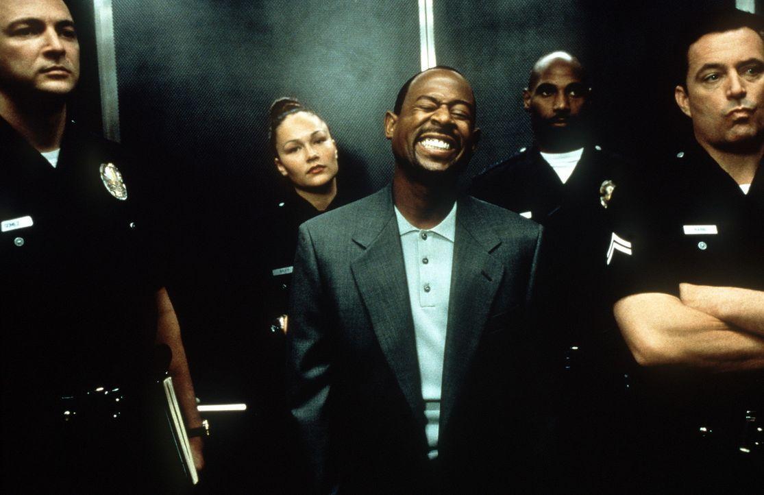Als der ehemalige Knastbruder Miles Logan (Martin Lawrence, M.) Mitglied der Polizei wird, kann er etliche Verbrecher überführen. Er wird sogar zum... - Bildquelle: Columbia Pictures