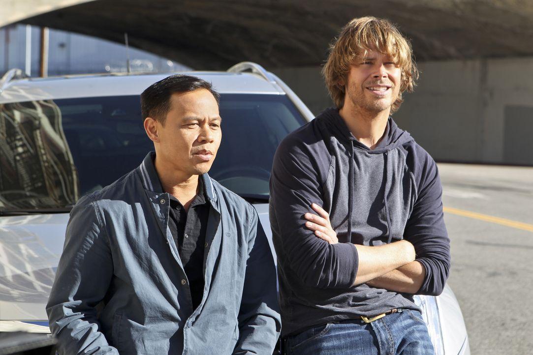 Als Sam bei dem Versuch, einen CIA-Spion in Gewahrsam zu nehmen, angeschossen wird, nimmt das Team um Deeks (Eric Christian Olsen, r.) die Hilfe von... - Bildquelle: CBS Studios Inc. All Rights Reserved.