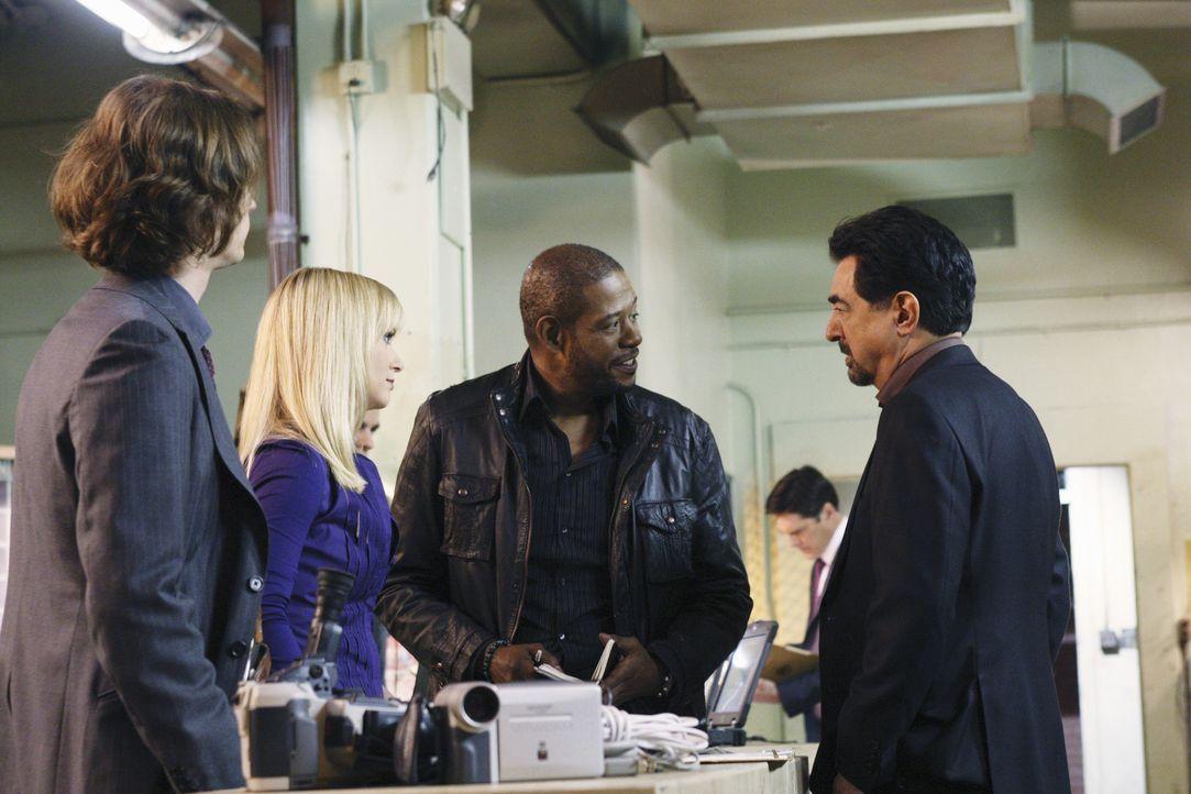 Arbeiten an einem neuen Mordfall: (v.l.n.r.) Reid (Matthew Gray Gubler), JJ (AJ Cook), Sam Cooper (Forest Whitaker) und Rossi (Joe Mantegna) ... - Bildquelle: Touchstone Television