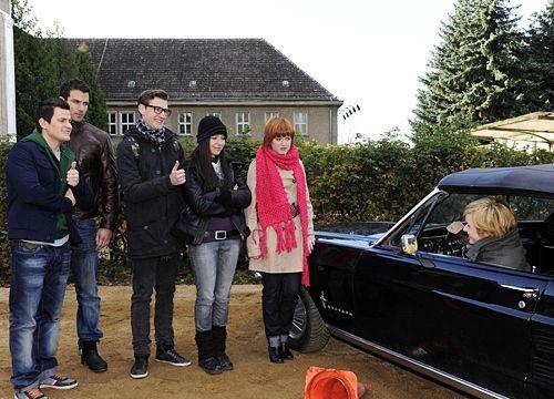 Emma schockiert Timo, Michael, Hotte, Luzi und Sophie mit ihren Fahrkünsten ... - Bildquelle: Christoph Assmann - Sat1