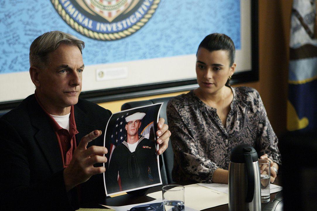 Ermitteln in einem neuen Fall: Gibbs (Mark Harmon, l.) und Ziva (Cote de Pablo, r.) ... - Bildquelle: CBS Television
