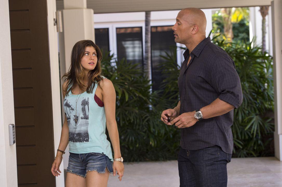 Das Verhältnis zwischen Blake (Alexandra Daddario, l.) und ihrem Vater Ray (Dwayne Johnson, r.) könnte nach der Scheidung ihrer Eltern besser sein,... - Bildquelle: 2014 Warner Bros. Entertainment Inc.