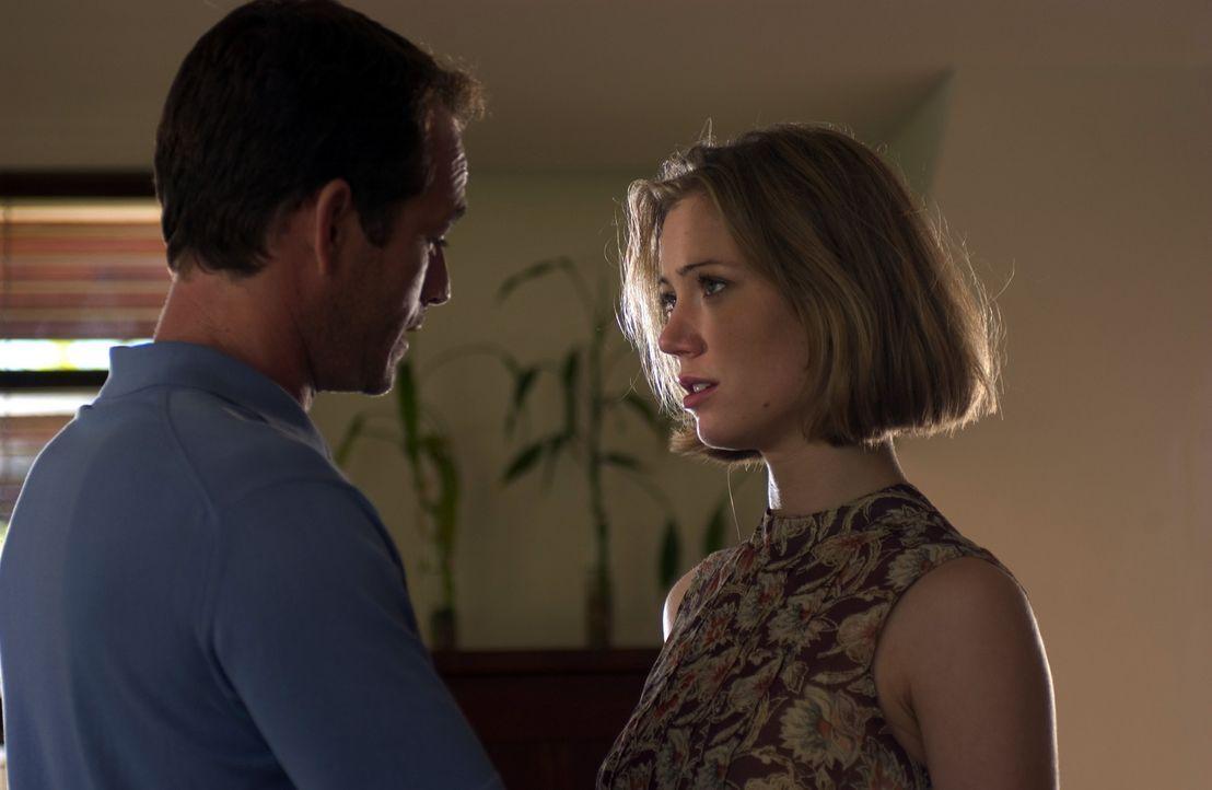 Ahnen nicht, dass für sie ein Alptraum beginnt: Chris (Luke Perry, l.) und Brooke (Jessica Brooks, r.) ... - Bildquelle: Hallmark Entertainment
