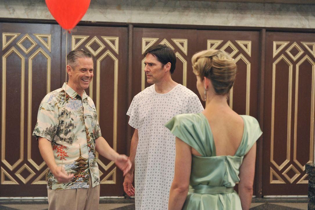Hotch (Thomas Gibson, M.) kämpft weiter um sein Leben und hat dabei Visionen von seiner verstorbenen Ehefrau Haley (Meredith Monroe, r.) und seinem... - Bildquelle: ABC Studios