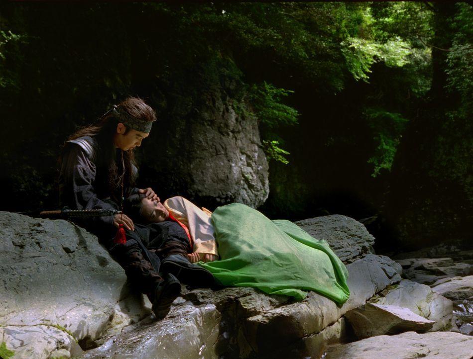 Auch noch nach 500 Jahren müssen Haram (Hyun Jin Park, l.) und Narin (Hyojin Ban, r.) um ihre Liebe kämpfen - gegen ein riesiges Ungeheuer ... - Bildquelle: Sony 2007 CPT Holdings, Inc.  All Rights Reserved
