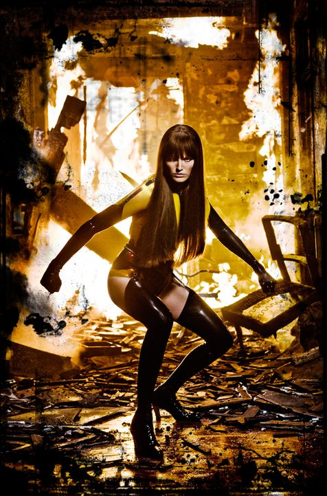 Gemeinsam mit Night Owl II macht sich Silk Spectre II (Malin Akerman) daran, Rorschach aus dem Gefängnis zu befreien. Kein leichtes Unterfangen ... - Bildquelle: Paramount Pictures