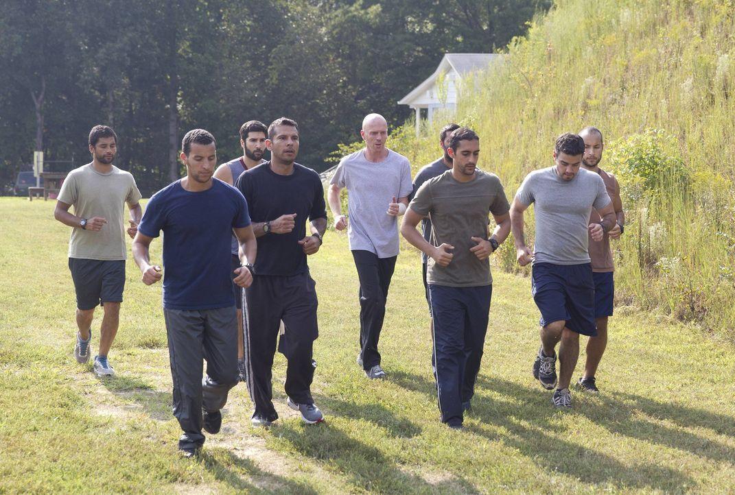 Wird für eine Geheimmission im Iran fit gemacht: Brody (Damian Lewis, M.) ... - Bildquelle: 2013 Twentieth Century Fox Film Corporation. All rights reserved.