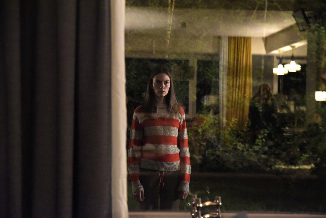 Niemand ahnt, dass die psychisch kranke Alicia (Laura De Boer) einen guten Grund hat, immer wieder Noras Haus aufzusuchen ... - Bildquelle: Christiane Pausch SAT.1