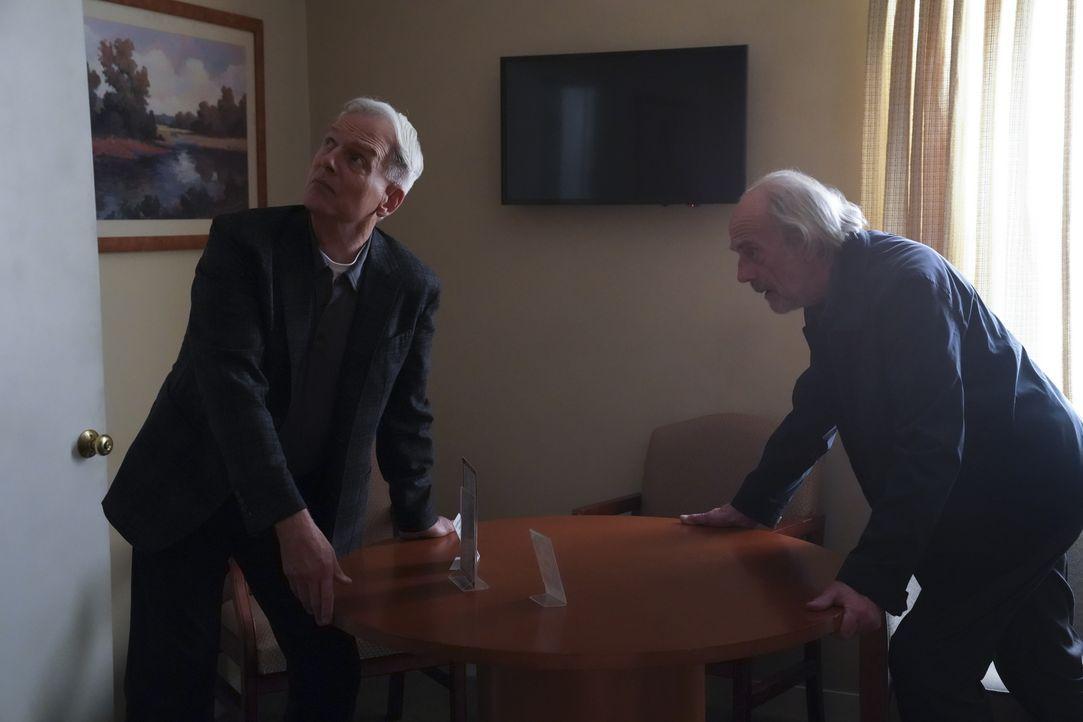Leroy Jethro Gibbs (Mark Harmon, l.); Joe Smith (Chrisopher Lloyd, r.) - Bildquelle: Michael Yarish 2019 CBS Broadcasting Inc. All Rights Reserved. / Michael Yarish