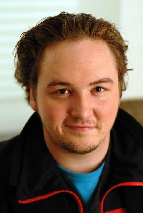 Schmidt (Daniel Zillmann) ist Experte auf dem Gebiet der Kriminaltechnik. - Bildquelle: Sat.1