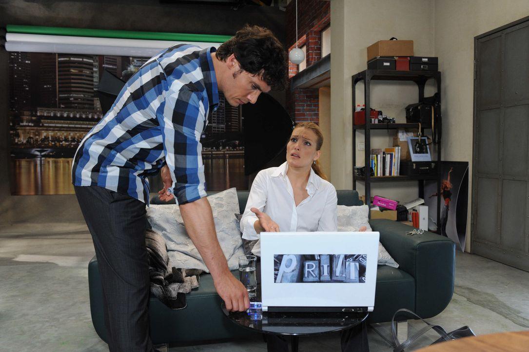 Nach alldem was gesehen ist, möchte sich Annett (Tanja Wenzel, r.) an Alexander (Paul Grasshoff, l.) rächen ... - Bildquelle: SAT.1