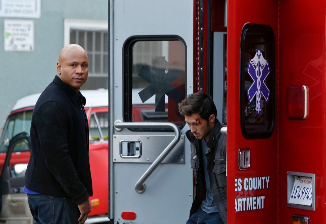 Bei den Ermittlungen in einem neuen Fall gerät Sam (LL Cool J, l.) ins Visier der Täter. Doch was hat Amir (Tamer Aziz, r.) damit zu tun? - Bildquelle: CBS Studios Inc. All Rights Reserved.