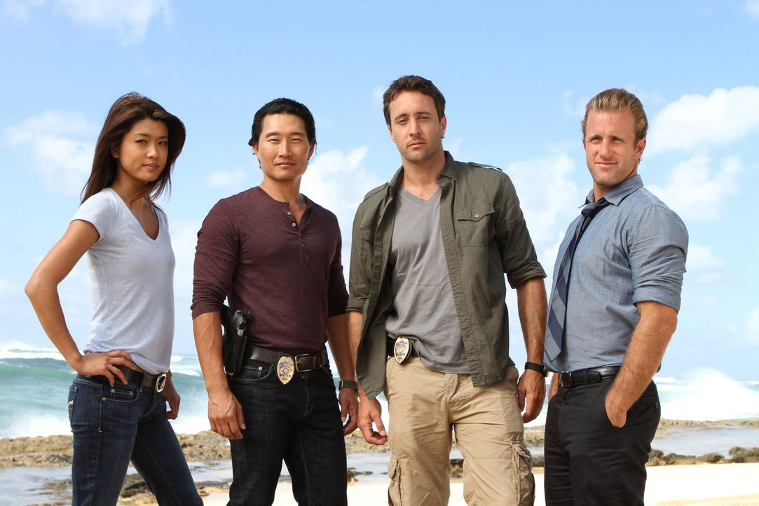 (1. Staffel) - Im Kampf gegen das organisierte Verbrechen im Paradies: Steve McGarrett (Alex O'Loughlin, 2.v.r.),  Danny Williams (Scott Caan, r.),... - Bildquelle: TM &   2010 CBS Studios Inc. All Rights Reserved.