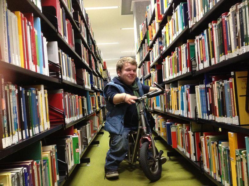 Michel-in-der-Unibibliothek - Bildquelle: SAT.1