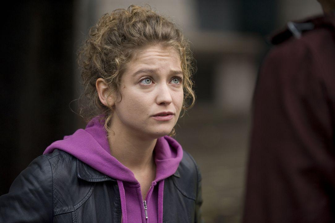 Gleich ihr zweiter Fall stellt sich für Emma Tomasi (Sophie de Fürst) als viel komplizierter heraus, als zu Beginn gedacht ... - Bildquelle: 2015 BEAUBOURG AUDIOVISUEL