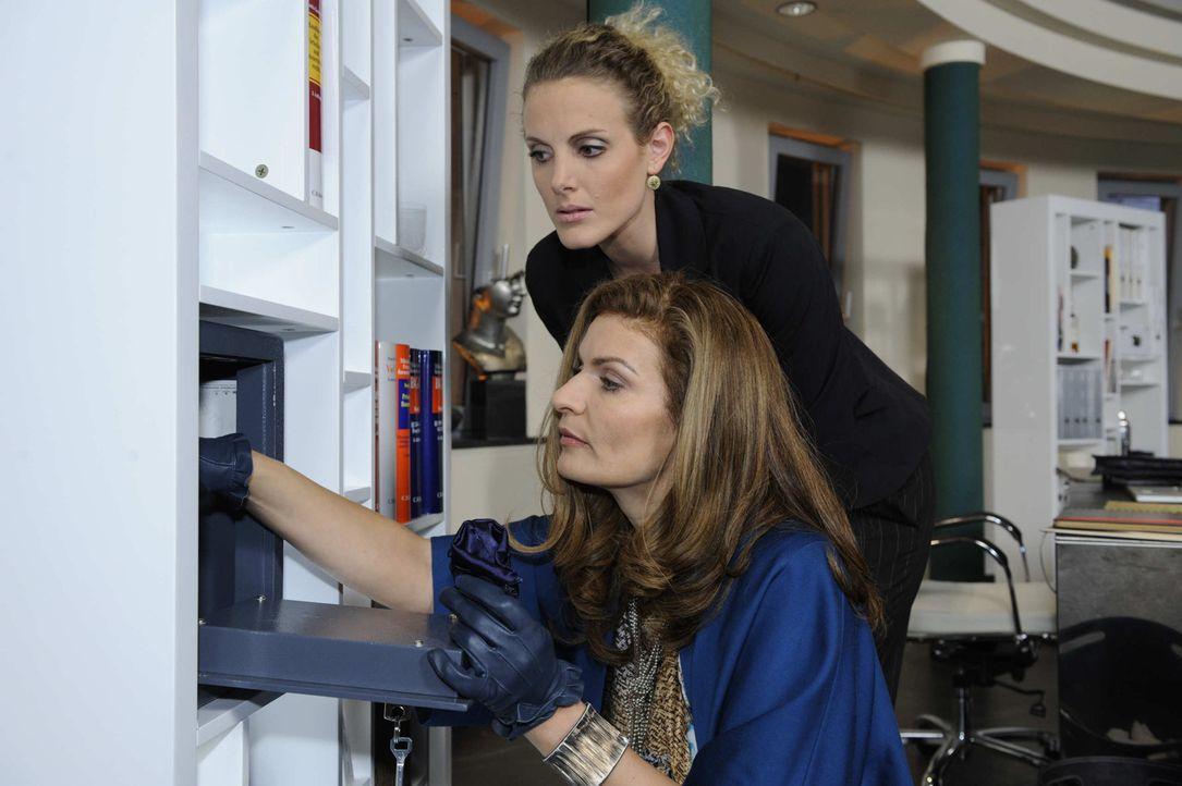 Auf der Suche nach dem Beweisvideo: Maja (Barbara Lanz, oben) und Natascha (Franziska Matthus, unten) ... - Bildquelle: SAT.1