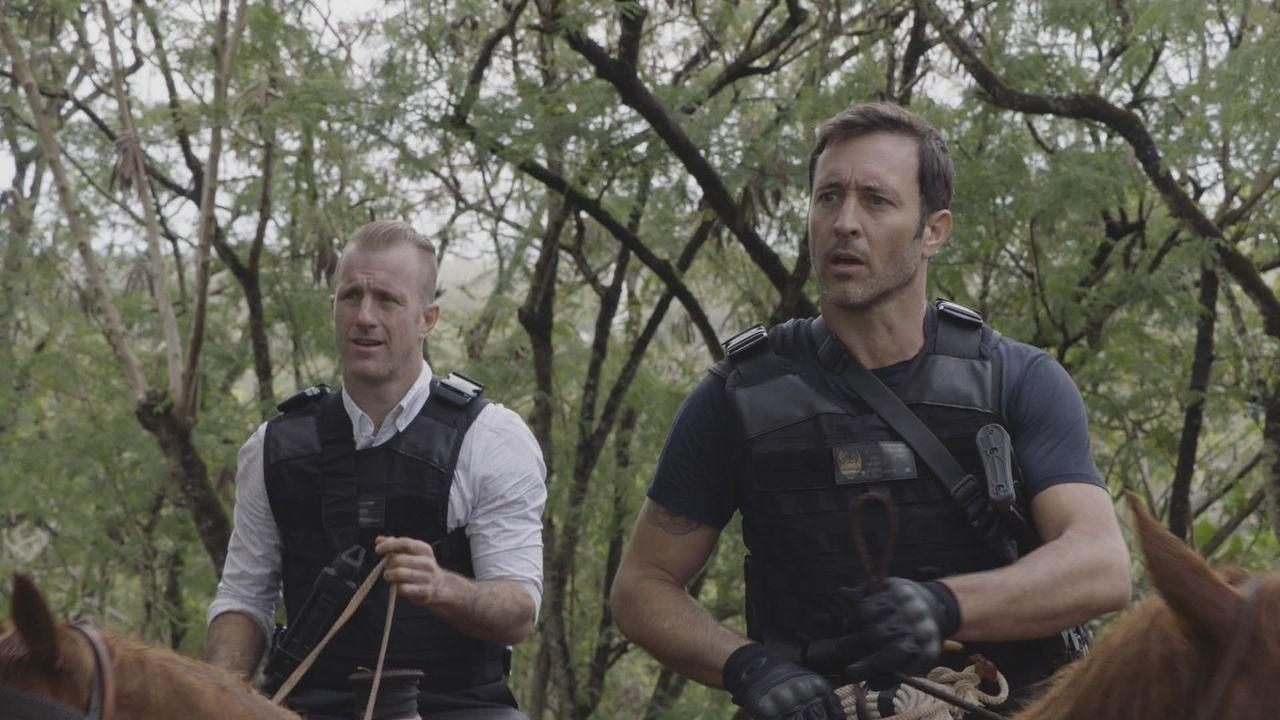 Danny Williams (Scott Caan, l.); Steve McGarrett (Alex O'Loughlin, r.) - Bildquelle: 2020 CBS Broadcasting, Inc. All Rights Reserved