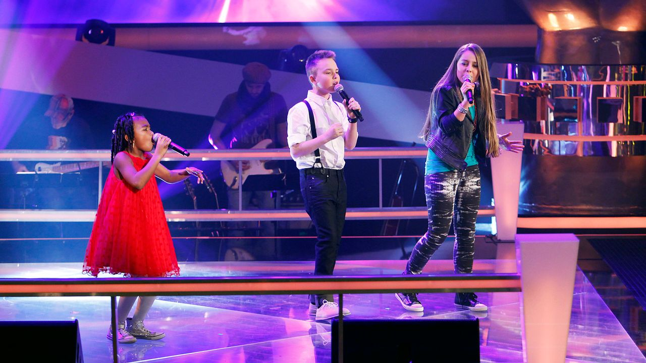 The-Voice-Kids-epi05-MikeOliviaChelsea-4-SAT1-Richard-Huebner - Bildquelle: SAT.1/Richard Hübner
