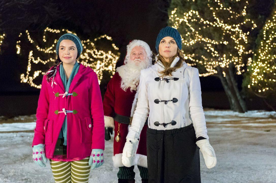 (v.l.n.r.) Clementine (Bailee Madison); Weihnachtsmann (Donovan Scott); Mackenzie Warren (Lori Loughlin) - Bildquelle: Philippe Bosse Crown Media United States, LLC/Philippe Bosse