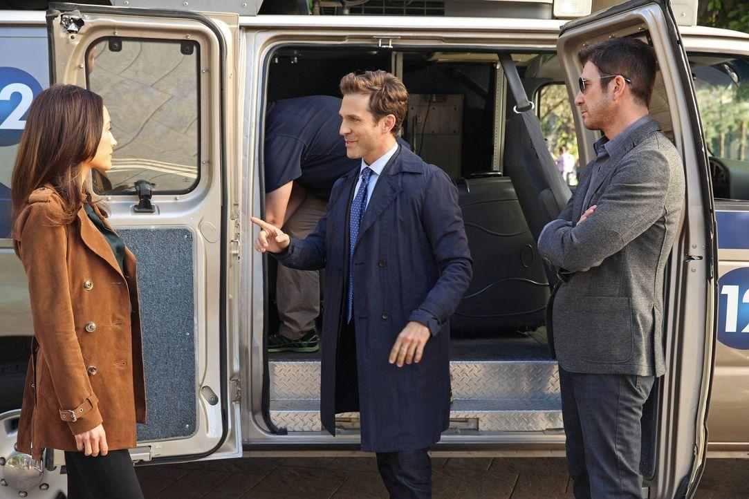 Jack (Dylan McDermott, l.) und Beth (Maggie Q, r.) ermitteln in einem neuen Fall und stoßen dabei auf Keith (David Julian Hirsch, M.). Doch hat er e... - Bildquelle: Warner Bros. Entertainment, Inc.
