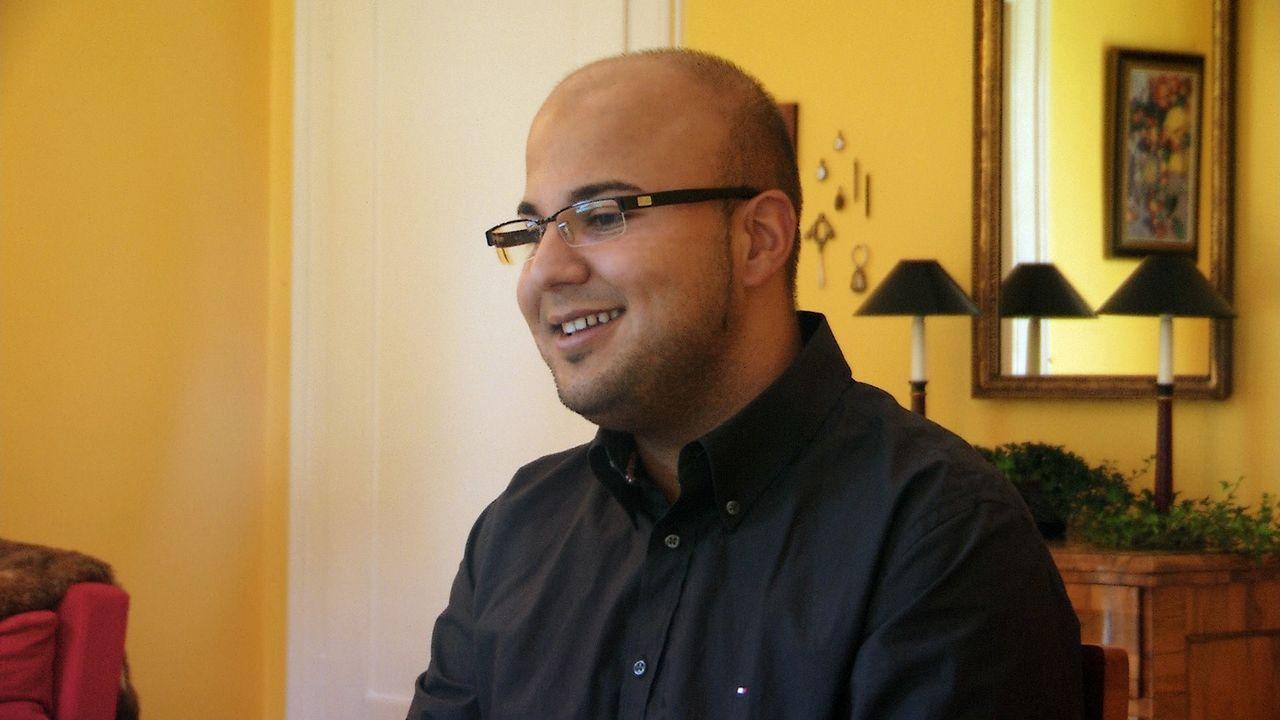 Meine Freundin, ihre Familie und ich: Masood erlebt bei seinen zukünftigen Schwiegereltern einen Alptraum ... - Bildquelle: SAT.1