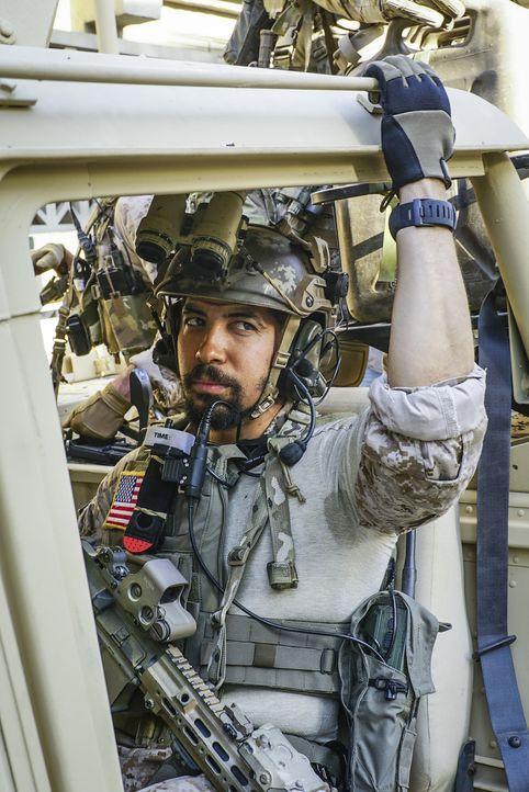 Für Ray (Neil Brown Jr.) und das Team verschärft sich die Lage, als ihre geheime Mission von syrischen Truppen unterbrochen wird - doch auch Zuhause... - Bildquelle: Monty Brinton Monty Brinton/CBS   2017 CBS Broadcasting, Inc. All Rights Reserved.