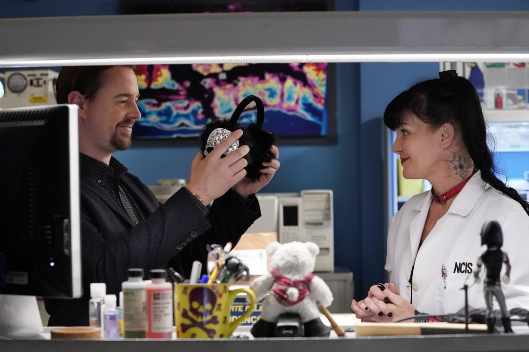 McGee (Sean Murray, l.); Abby (Pauley Perrette, r.) - Bildquelle: Robert Voets 2018 CBS Broadcasting, Inc. All Rights Reserved/Robert Voets