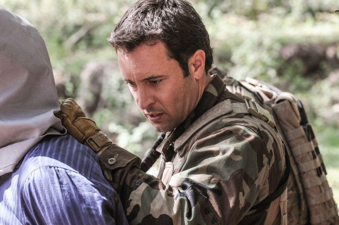 Um ein Versprechen einzulösen, gibt Steve (Alex O'Loughlin) alles ... - Bildquelle: 2013 CBS Broadcasting, Inc. All Rights Reserved.