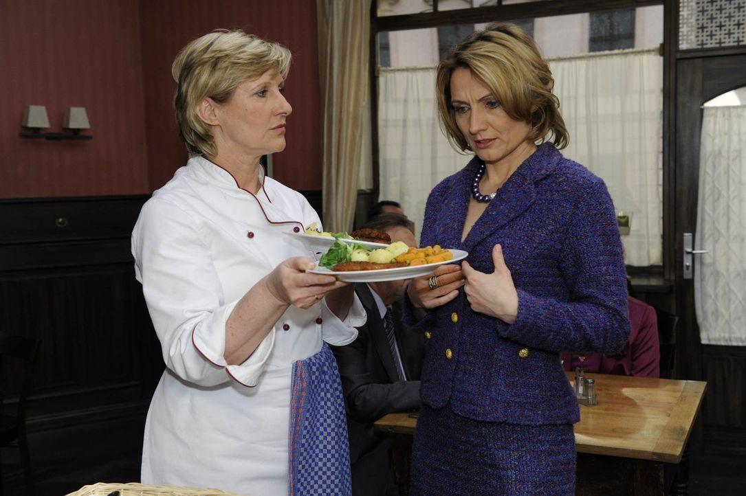 Susanne (Heike Jonca, l.) ist nicht ganz einverstanden mit Brigittes (Joana Schümer, r.) Vorstellung von Arbeit ... - Bildquelle: SAT.1