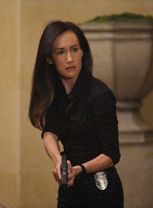 Lüftet ein schmerzhaftes Geheimnis aus ihrer Vergangenheit: Beth (Maggie Q.) ... - Bildquelle: Warner Bros. Entertainment, Inc.