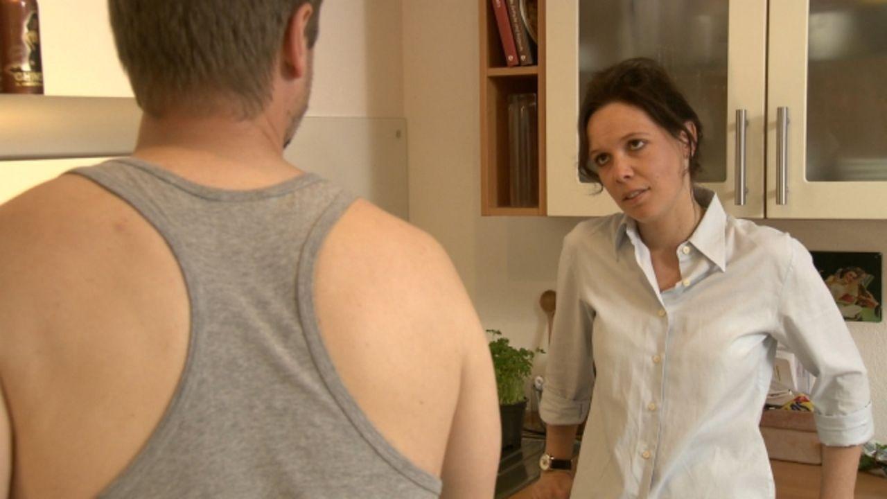 Von ihrem Sohn ist Anna Brennel zutiefst enttäuscht, denn er hat zusammen mit zwei Freunden im Haus ihres Chefs eingebrochen ... - Bildquelle: Sat.1