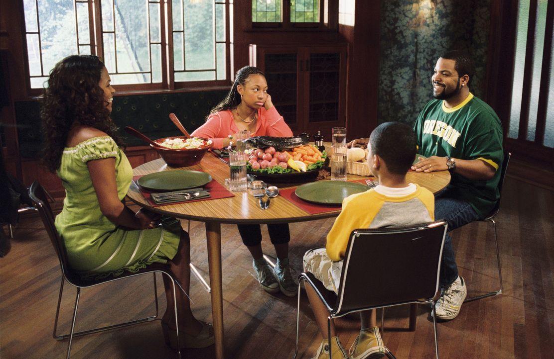 Nicht ahnend, was auf sie zukommt, gibt Suzanne (Nia Long, l.) schließlich dem Vorschlag Nicks (Ice Cube, r.) nach, das Haus eigenhändig zu renovier... - Bildquelle: 2007 Revolution Studios Distribution Company, LLC. All Rights Reserved.
