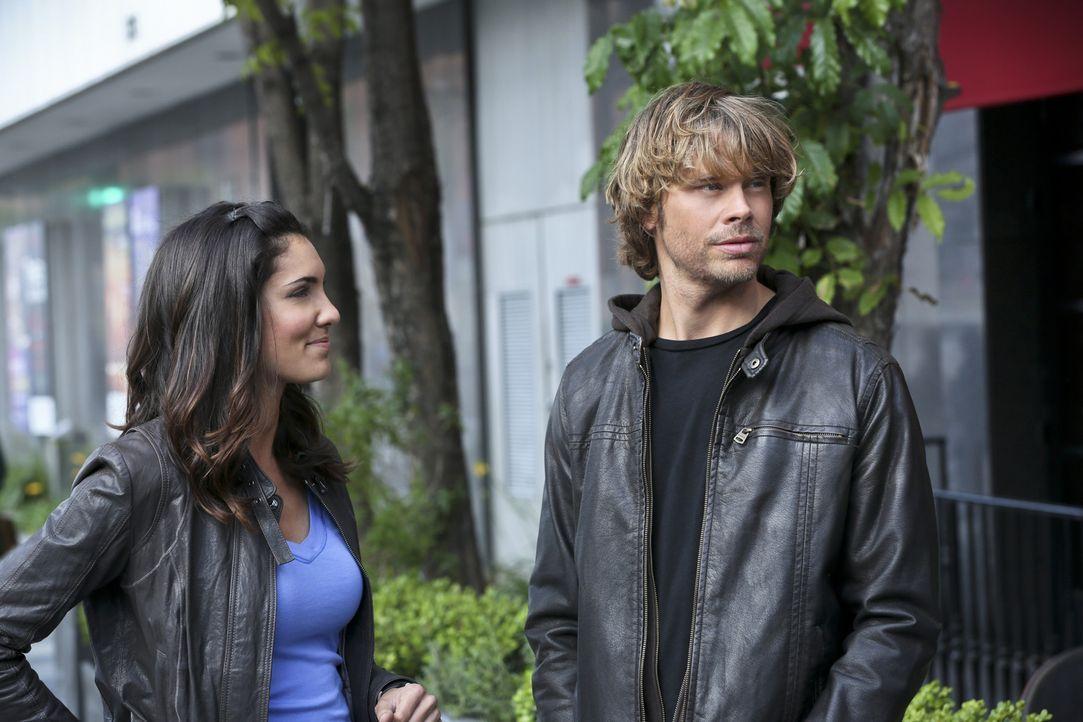Bei den Ermittlungen in einem neuen Fall, wird Kensi (Daniela Ruah, l.) mit neuen Gefühlen konfrontiert, während sie Deeks (Eric Christian Olsen,... - Bildquelle: CBS Studios Inc. All Rights Reserved.