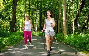 Outdoor_2015_07_30_Nordic Walking Kalorienverbrauch_Bild 2_fotolia_Jacek Chab...