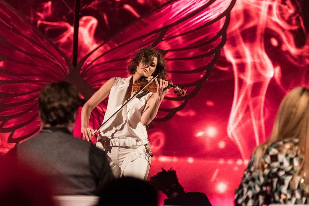 Verzaubert die Juroren mit der Violine: Michaela Danner ... - Bildquelle: Stefan Hobmaier SAT.1
