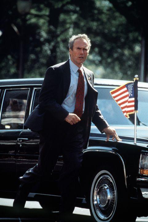 Seit der Ermordung John F. Kennedys verfolgt ein hartnäckiges Trauma den Secret-Service-Agent Frank Horrigan (Clint Eastwood). Eines Tages kündigt e... - Bildquelle: Columbia Pictures